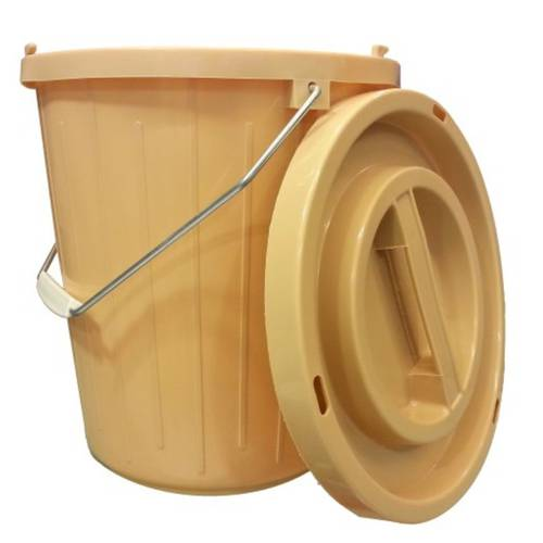 Plastic bucket with lid