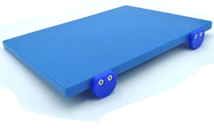 Blue polyethylene cutting board with stoppers 30x40 cm
